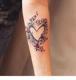 Photo of Herz Tattoo und Blumen | Inspirierende Damen