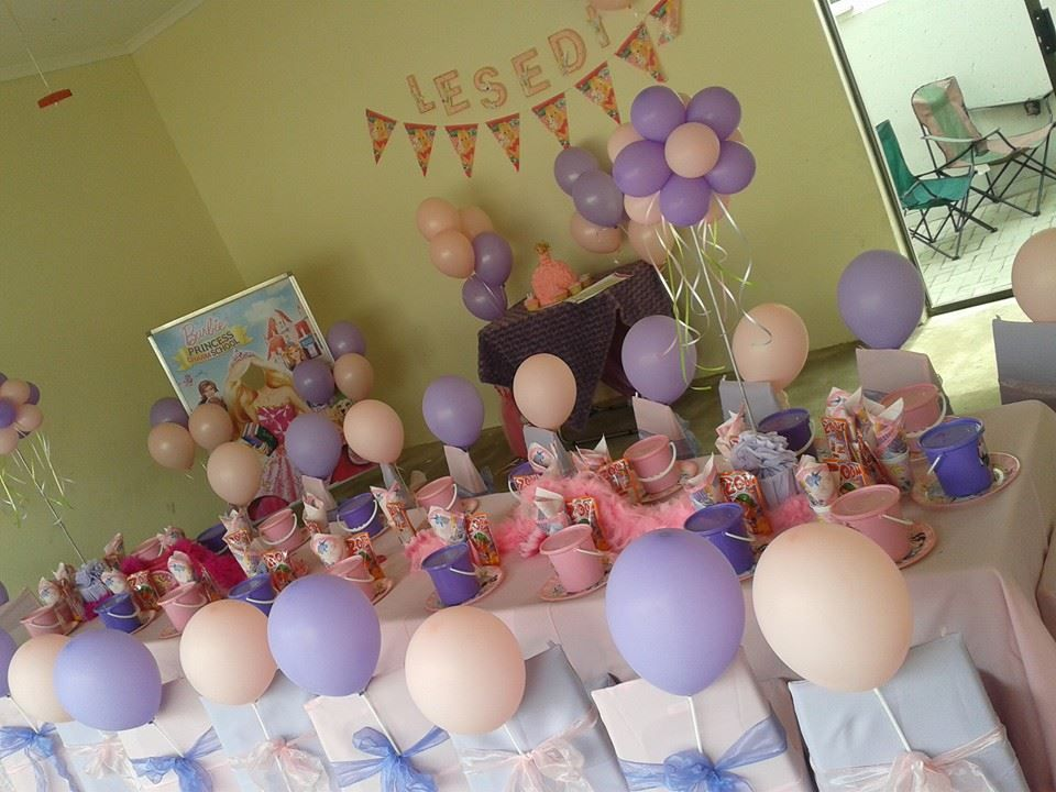 Beautiful Barbie and Disney princess theme!  http://www.monkeymagic.co.za/index.php/kiddies-parties