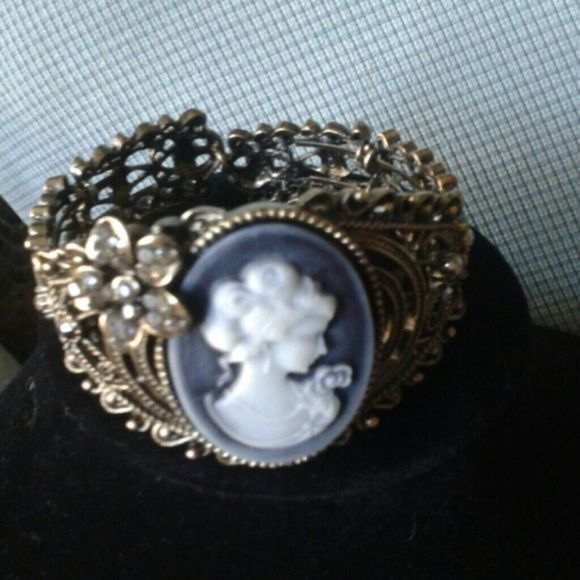 Vintage Cameo braclet Vintage Bronze with cameo and simulated crystals band opens for easy access and also has stretch. ..purchased brand new and just took out of package Jewelry