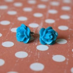 A simple step-by-step tutorial that shows how to make your own resin earrings.