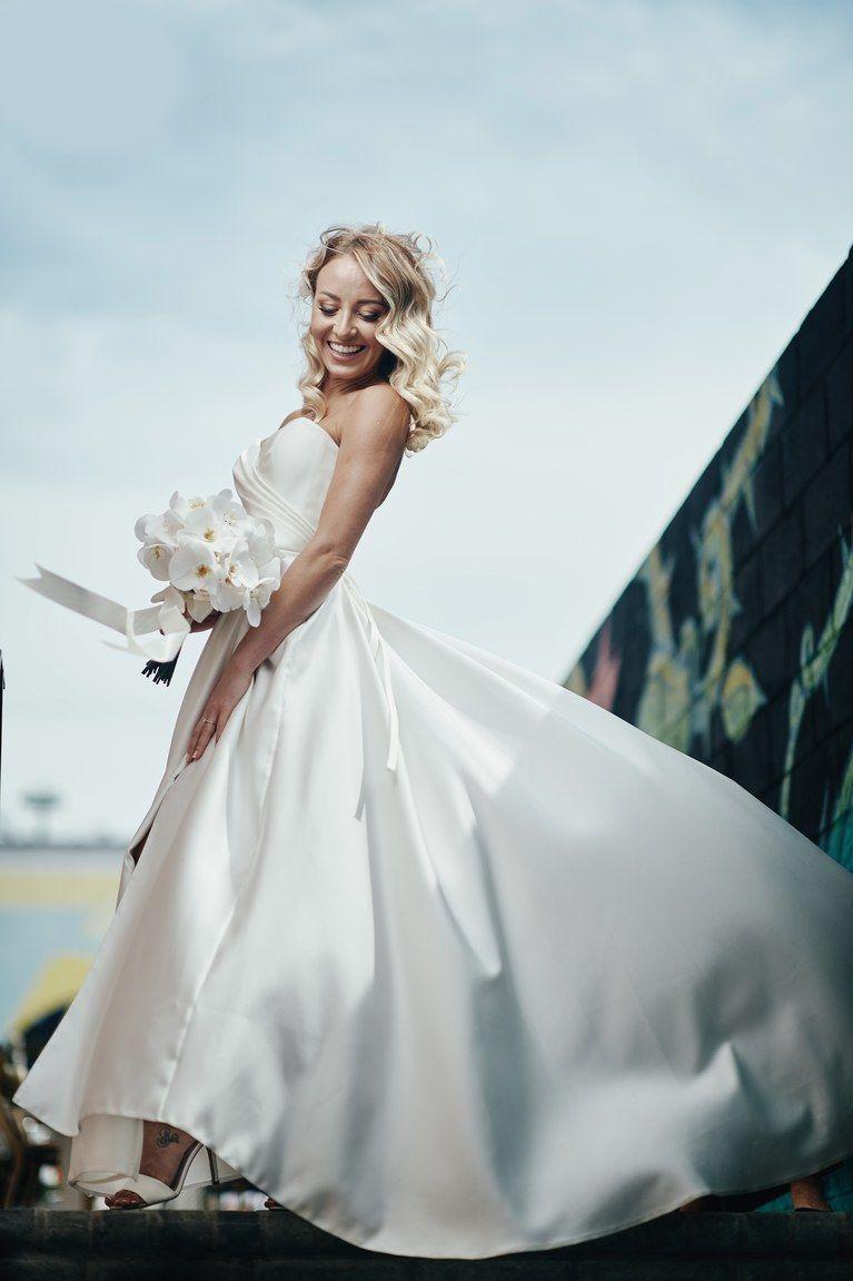 #WeddingHairWithVeil in 2020 | Medium length hair styles ...