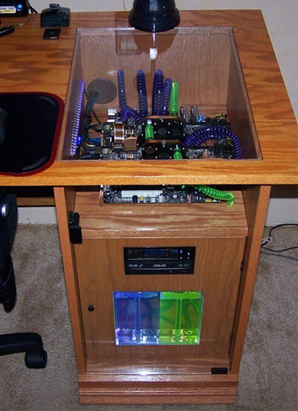 Tolle computer im schreibtisch computer geh use for Pc im schreibtisch