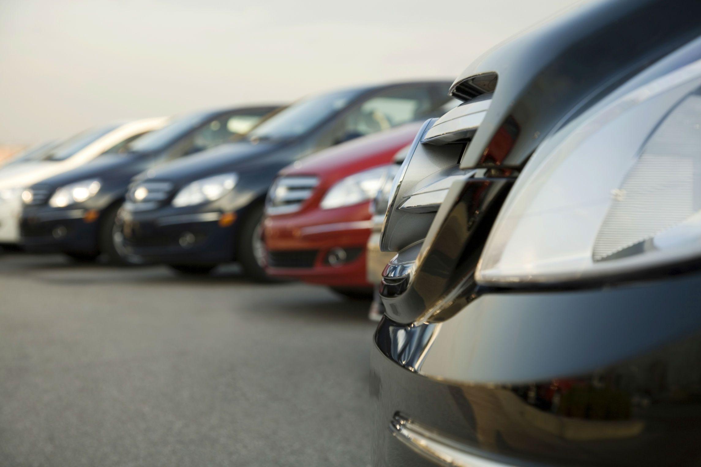For a topgrade car dealer, reach Gem State Auto at (208