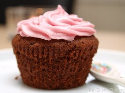 » Sjokocupcakes med bringebærfrosting