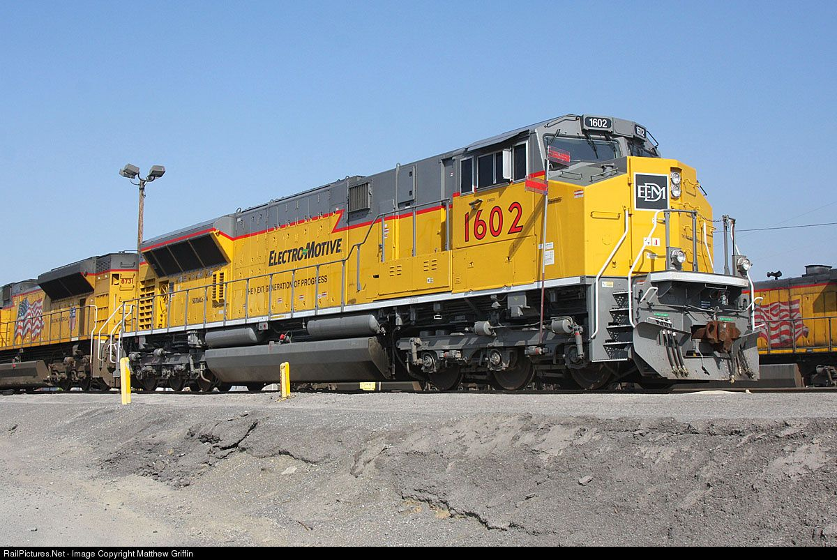 Railpictures Net Photo Emdx 1602 Emdx Emd Sd70ace T4 At Colton California By Matthew Griffin Union Pacific Train Union Pacific Railroad Old Trains