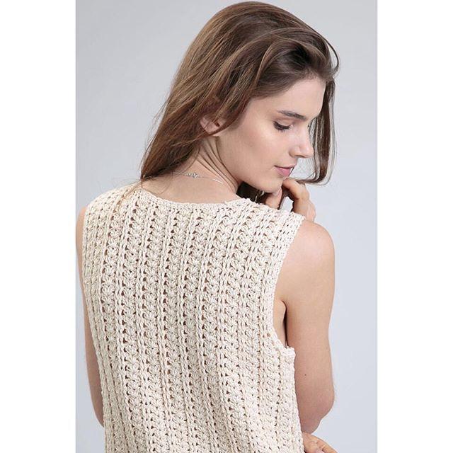 #mulpix Regata de crochet de algodão feita à mão na nossa lojaonline com desconto! Acesse: loja.flaviaaranha.com pra ver as novidades que chegaram por lá ️ #flaviaaranha #slowfashion #feitoamao #feitonobrasil #design #atemporal #lojaonlineFA #specialsaleFA