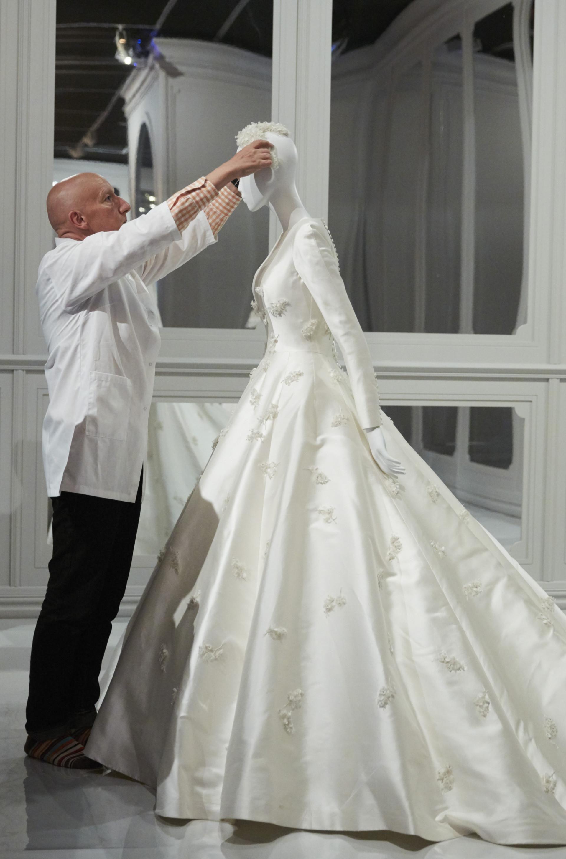 Miranda Kerr S Dior Wedding Dress Just Landed At The National