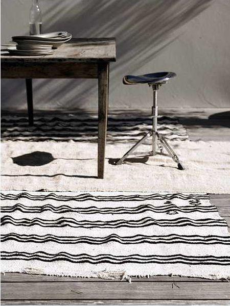 una alfombra rayada siempre siempre queda bien.un clasico!!!
