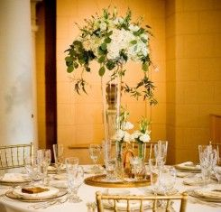 Tall Vase Decorations For Weddings  from i.pinimg.com