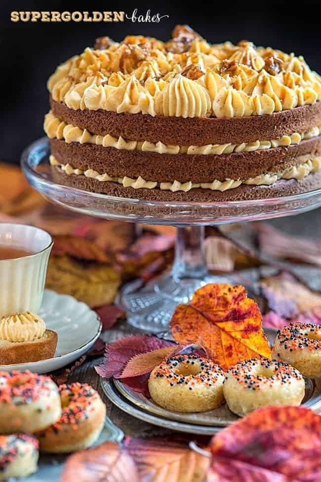 Perfectly Autumnal Pumpkin Praline Cake - Supergolden Bakes #pralinecake