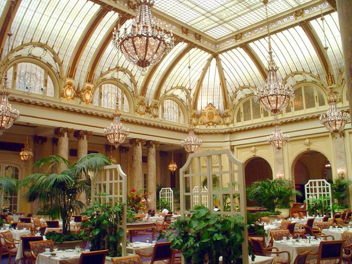 The Palm Court Es El Restaurante Del Hotel Plaza Un Clásico Al Que Hay Ir Menos Una Vez En La Vida Normalmente Carísimo Por Eso Tenéis