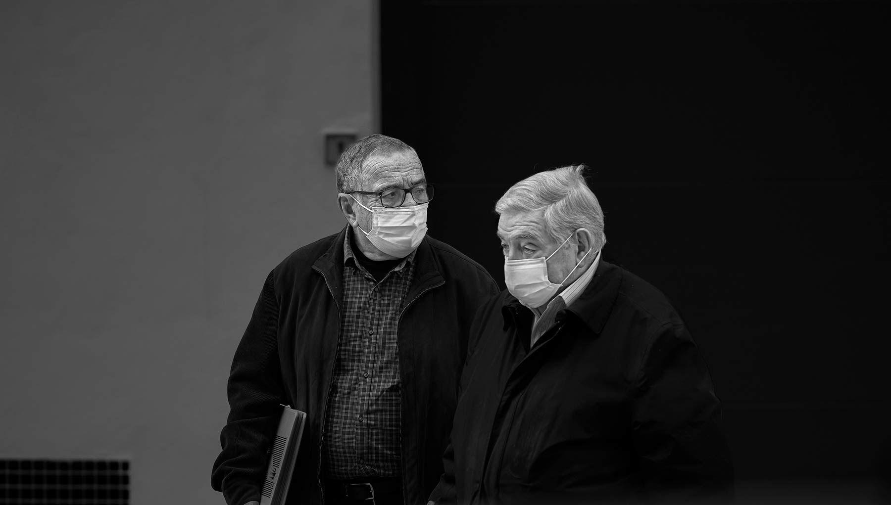 B&N- 16: Hermanos con mascarilla