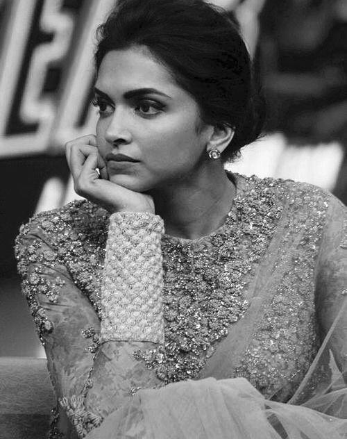 Deepika Padukone | Cabello y maquillaje, Trajes de india, Ropa