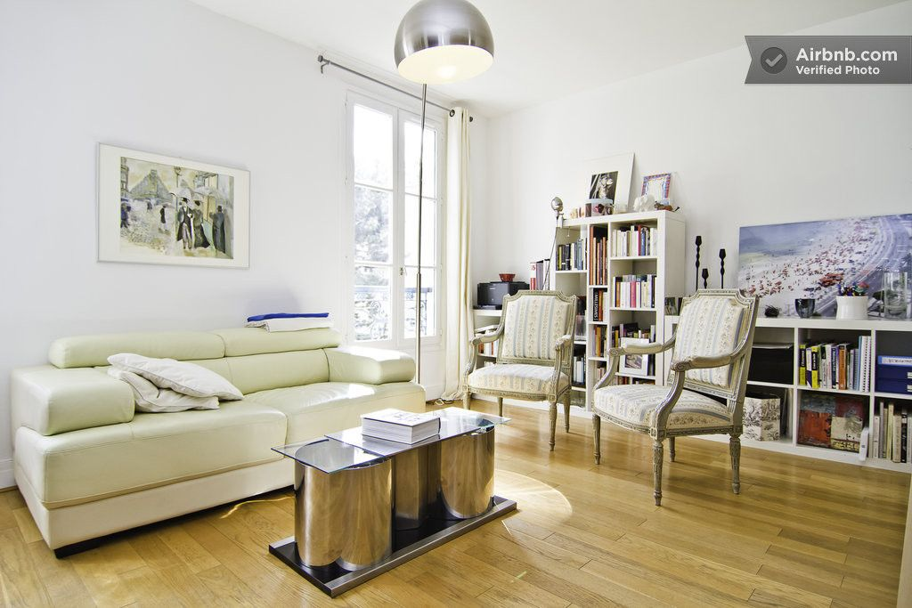 Editor's den near Luxembourg (1BD) in Paris