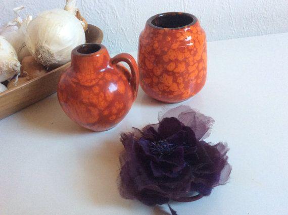 Satz von zwei niedlichen Mini Scheurich Vasen rot von VasesfromMars