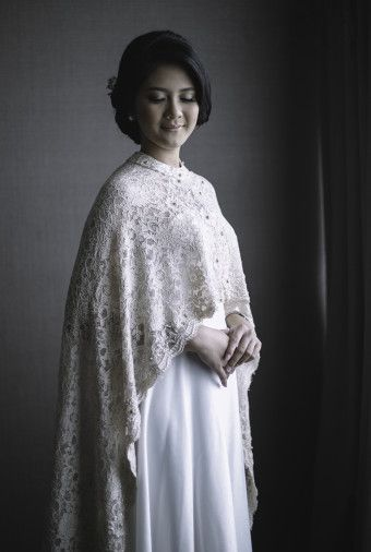 Lace cape wedding dress | Vendor Of The Week: Speculo Photo | http ...