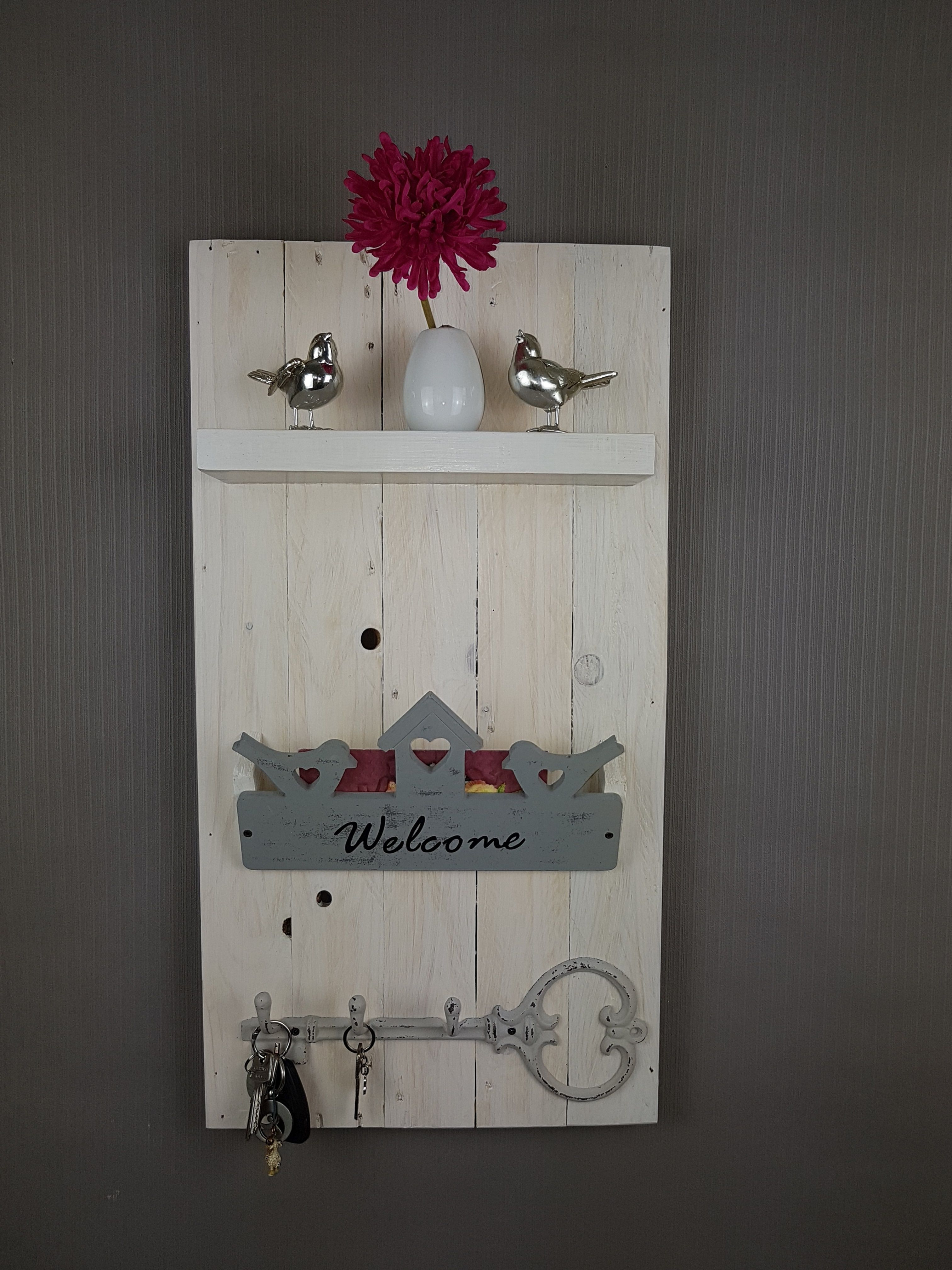 garderobe schl sselboard welcome kleine garderobe oder schl sselboard ein einzelst ck f r. Black Bedroom Furniture Sets. Home Design Ideas