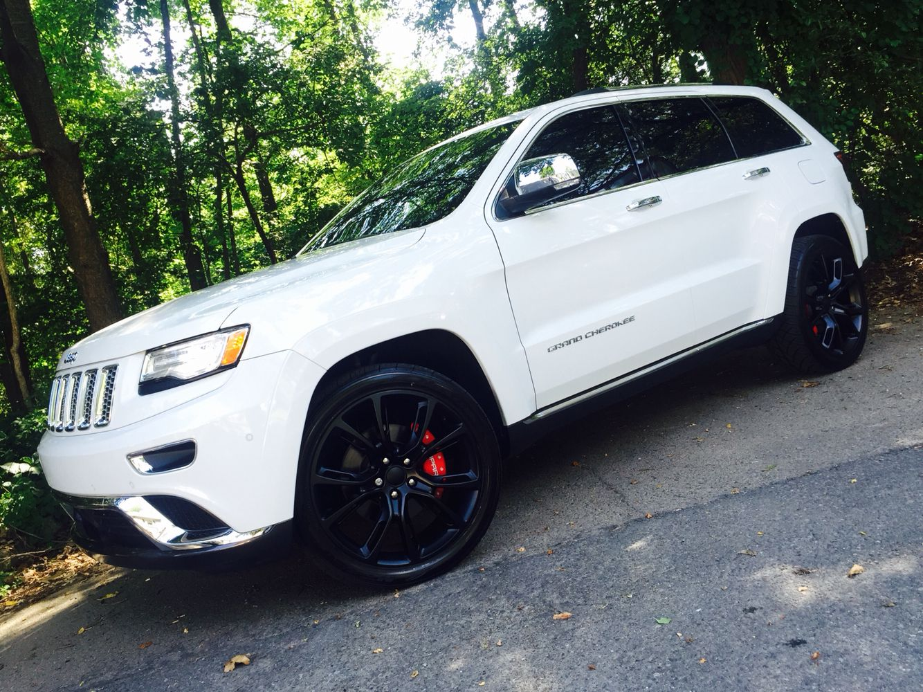 2015 Jeep Grand Cherokee Summit 22 Matte Black Rims Red