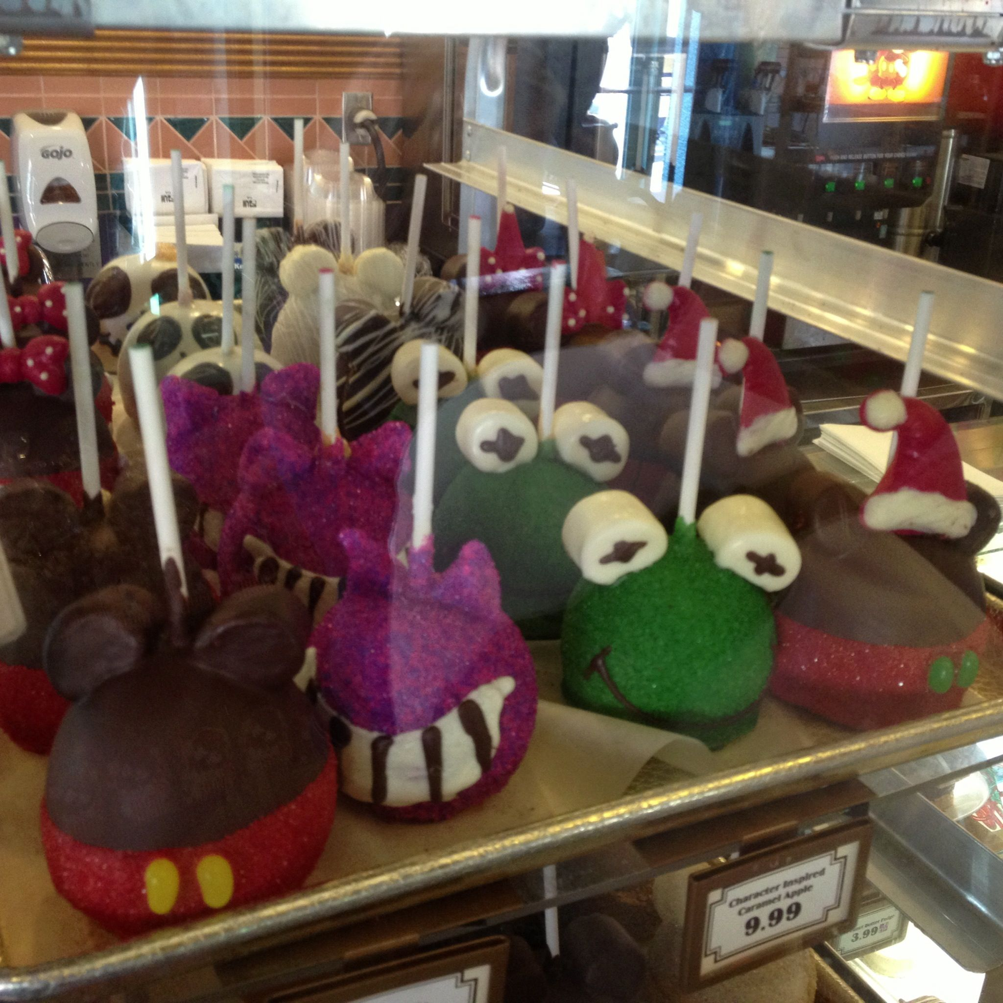 Disney Character Candy Apples At Sweet Spells In Disney S Hollywood Studios Disney Sweets Disney World Food Gourmet Apples