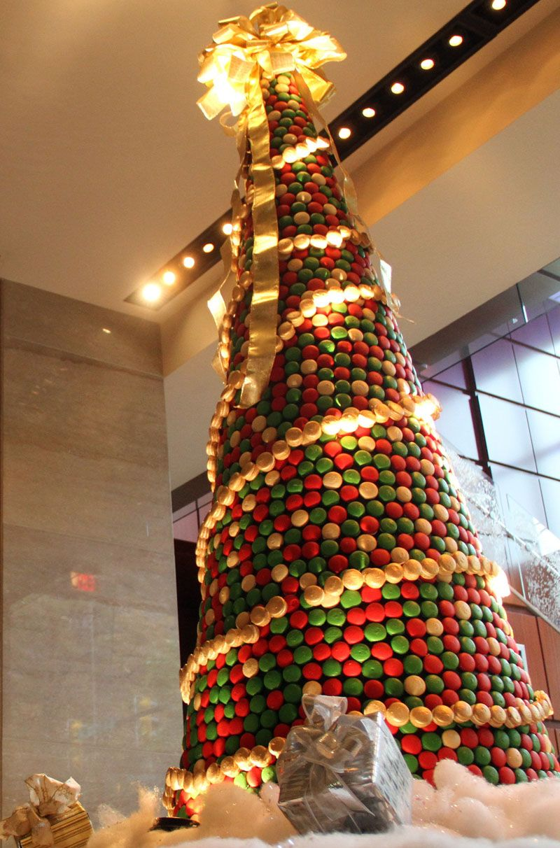 Christmas tree & The Ritz-Carlton Charlotte Unveils Christmas Tree Made of 8000 ... azcodes.com