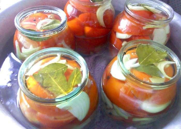 томаты резаные с луком на зиму стерилизованные