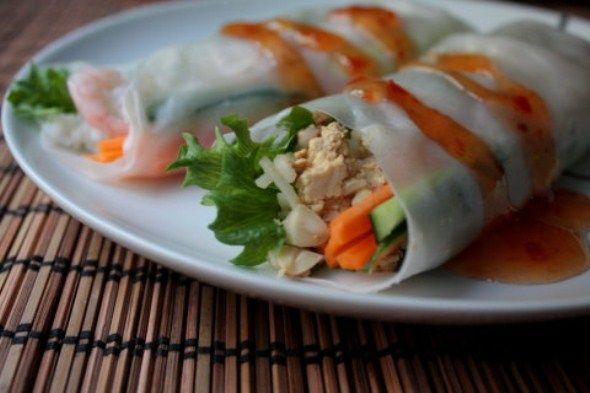 Tofu-pähkinätäytteiset riisipaperirullat