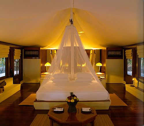 Gl&ing at Moyo Island Luxury Resort Photo Album and Hotel Images - Amanwana - picture tour & Moyo Island Luxury Resort Photo Album and Hotel Images - Amanwana ...