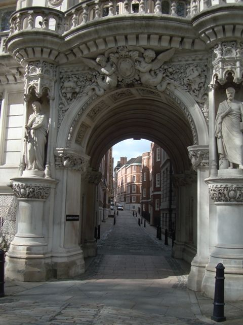 Archway to Middle Temple Lane, Temple. At the far end is The Strand and the Royal Courts of Justice. Originally 13th C training schools for lawyers, Middle Temple is one of the four inns of court (the others are Lincoln's Inn, Grays Inn and Inner Temple). The inns are now professional associations for barristers who have their chambers in this area. Temple takes its name from the Knights Templar who once occupied the site. Copyright Avis Exley…