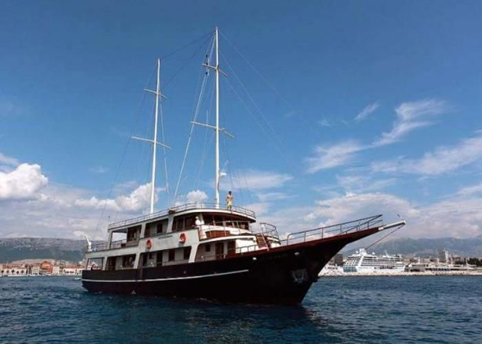 Gulet Luna Charter in Croatia | Small ship cruises, Yacht ...