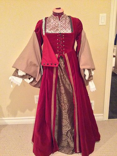 Tudor kirtle, partlet, forepart,sleeves, gown and French hood | Flickr - Photo Sharing!