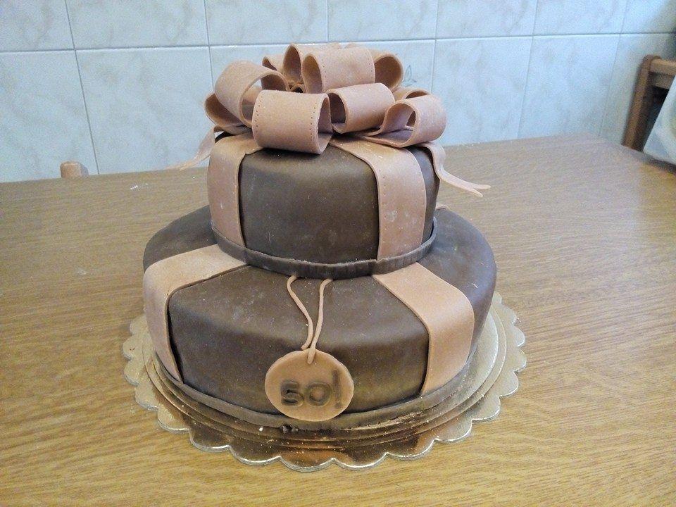 Torta a due piani per 50esimo compleanno con mandorle e for Torte di compleanno a due piani semplici