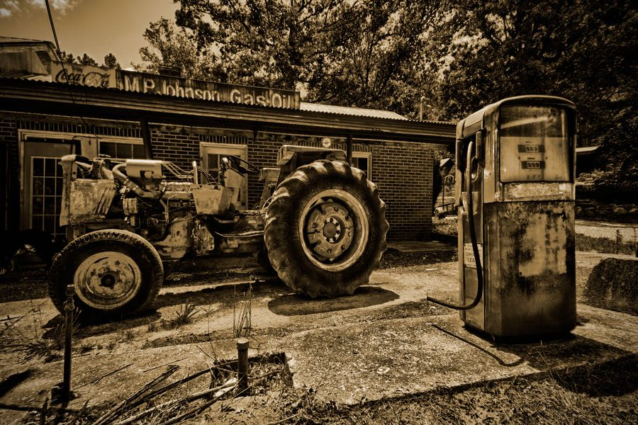 Old Gas Station! Love it ! Gas station, Old gas stations