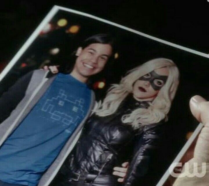 Cisco Ramon fanboys over the black canary was sweet!