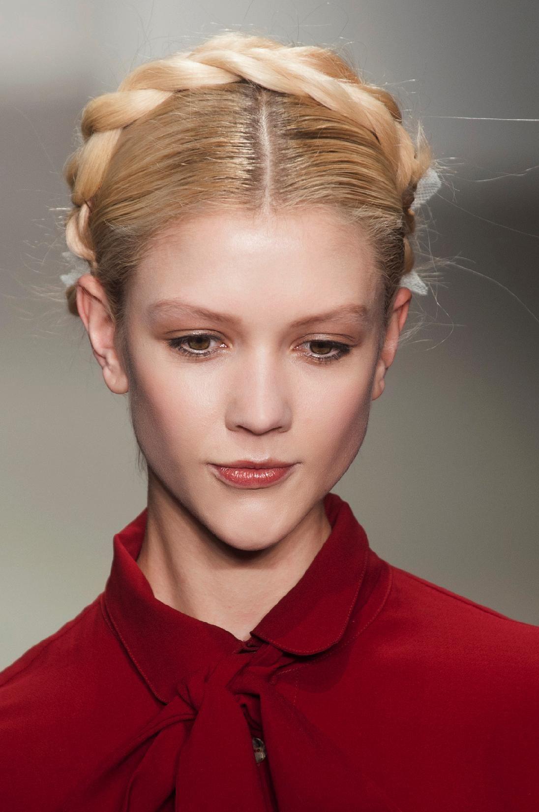 coiffures des fêtes inspirées des défilés défilé bora