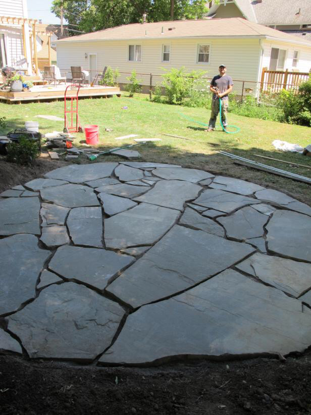 How To Install A Flagstone Patio With Irregular Stones Backyard Patio Backyard Flagstone Patio