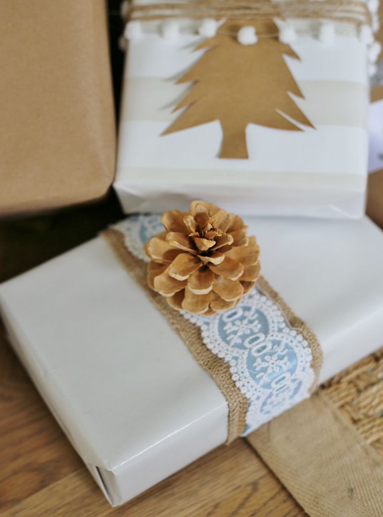 Christmas Gift Wrapping Ideas burlap and