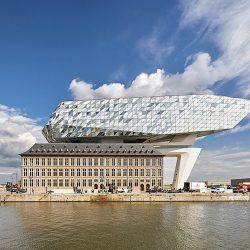 Une extension de batiment en forme de bateau de verre à Anvers
