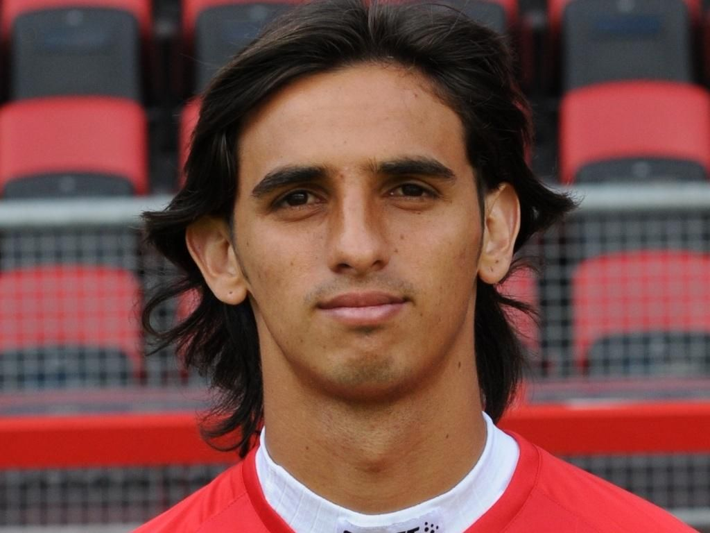 Bryan Ruiz earned a  million dollar salary - leaving the net worth at 13 million in 2018
