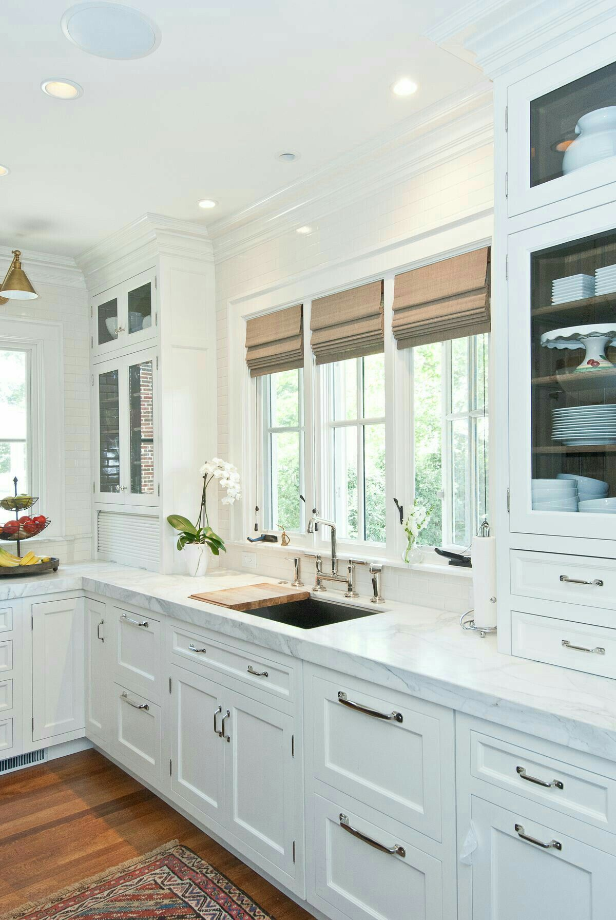So many windows in the kitchen! | Lake House | Pinterest