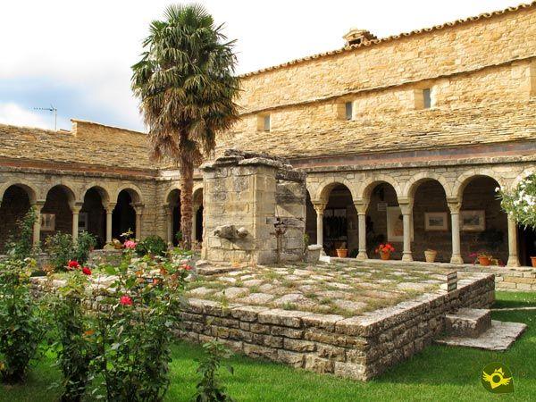 La Catedral de Roda de Isábena, advocada a San Vicente y San Valero, se encuentra en pleno Pirineo de Huesca, situada sobre una atalaya domina buena parte del curso del río Isábena.
