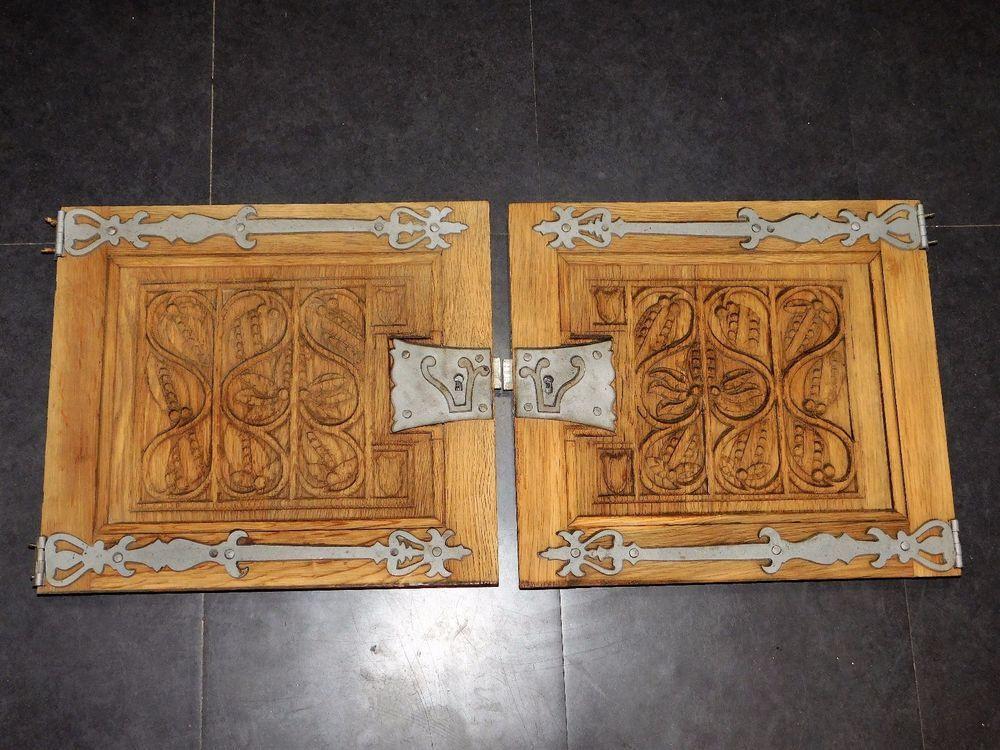 2 portes anciennes en bois sculpte charnieres et serrures metal ornements frontons. Black Bedroom Furniture Sets. Home Design Ideas