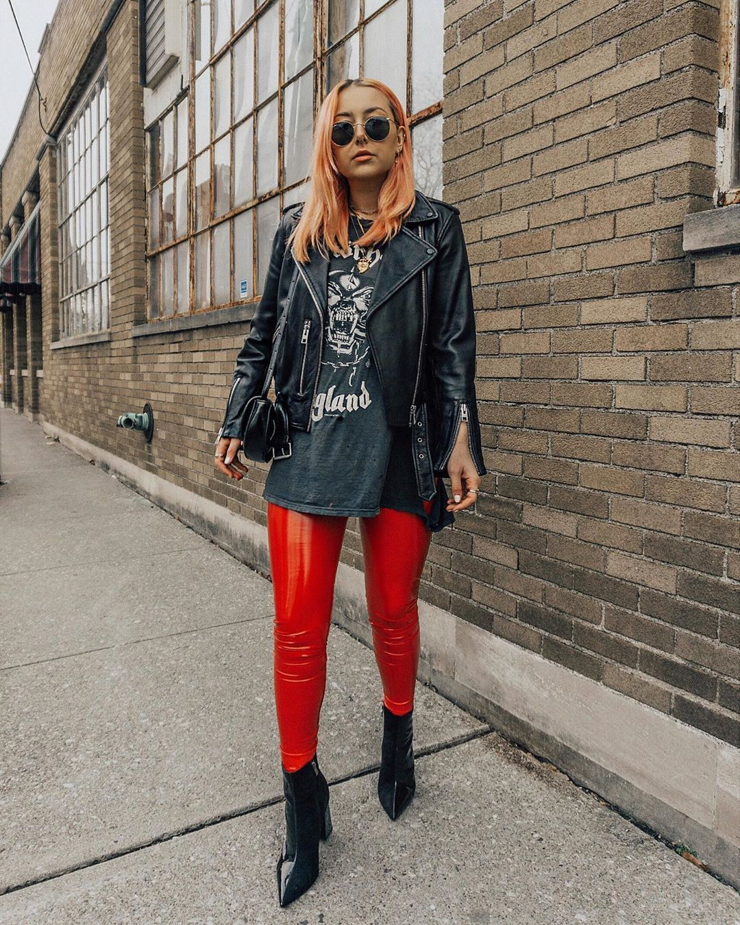 𝓷𝓲𝓬𝓸𝓵𝓮 𝓪𝓵𝔂𝓼𝓮 On Instagram Not Sure How I Ve Gone Through Life Until Now Without Red Vinyl Leggings But Now In 2020 Vinyl Leggings Fashion Clothes