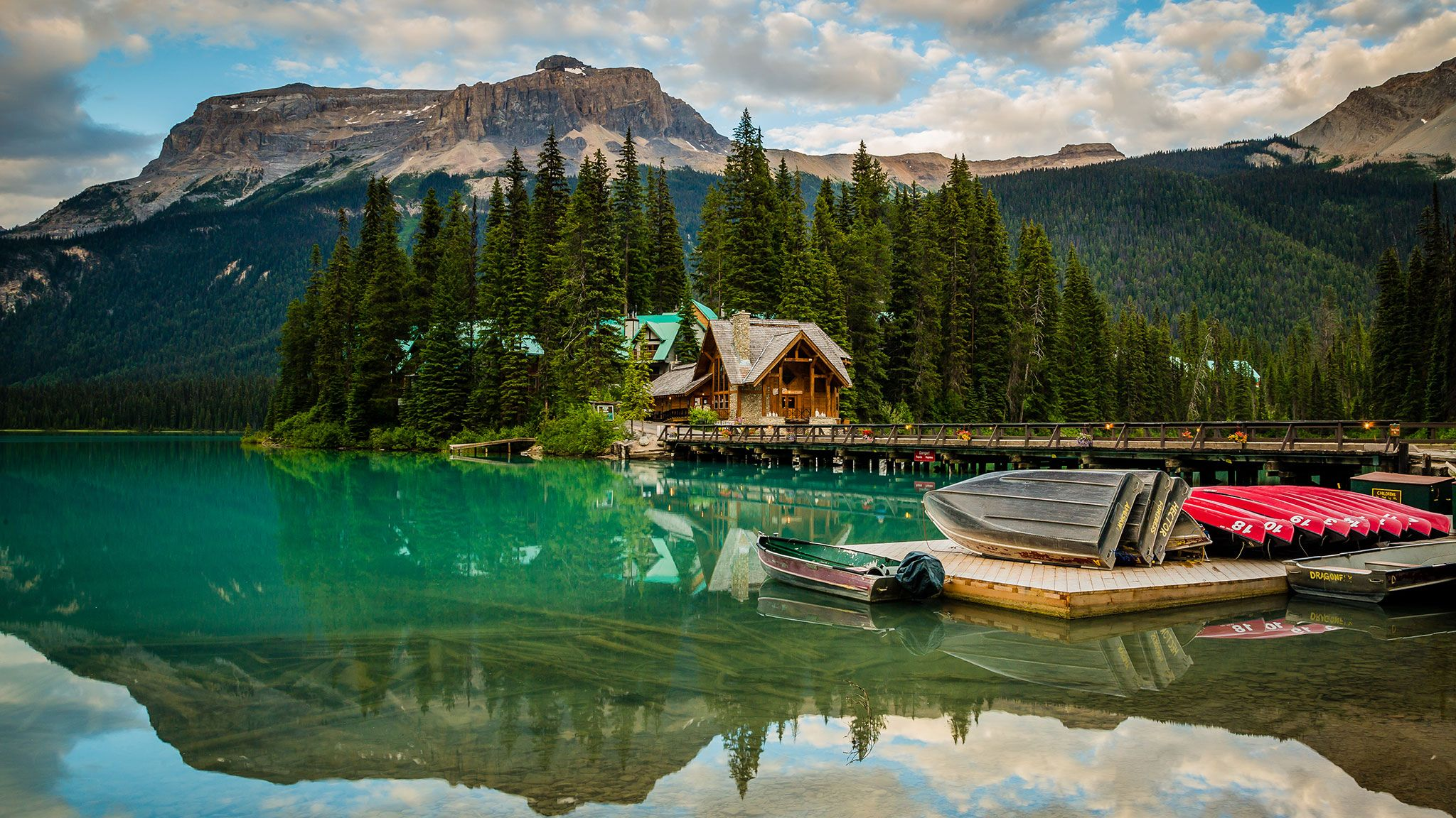 Emerald Lake Lodge Yoho National Park Canada Overlooking Emerald Lake This Canadian Lodge Is Surrounded By The For Places To Travel Lake Hotel National Parks