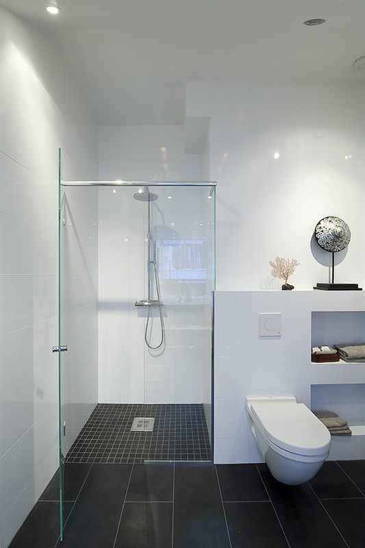 Badezimmer Kombination Bodenfliesen 30x60 cm mit Mosaik in der ...