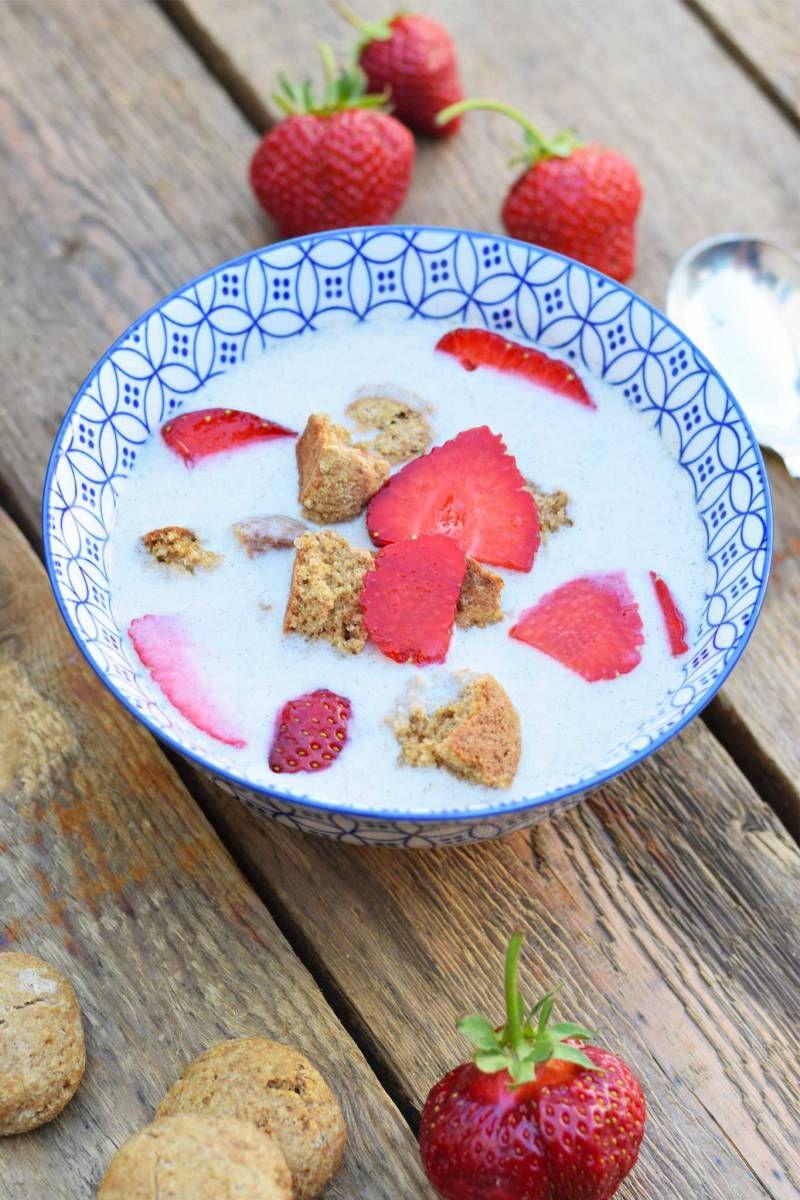 På varme dage kan det være lækkert med en frisk og kold dessert som koldskål.Denne mælkefri udgave er let at lave og smager skønt. Server din koldskål med hjemmelavede kammerjunker og frisk frugt.…