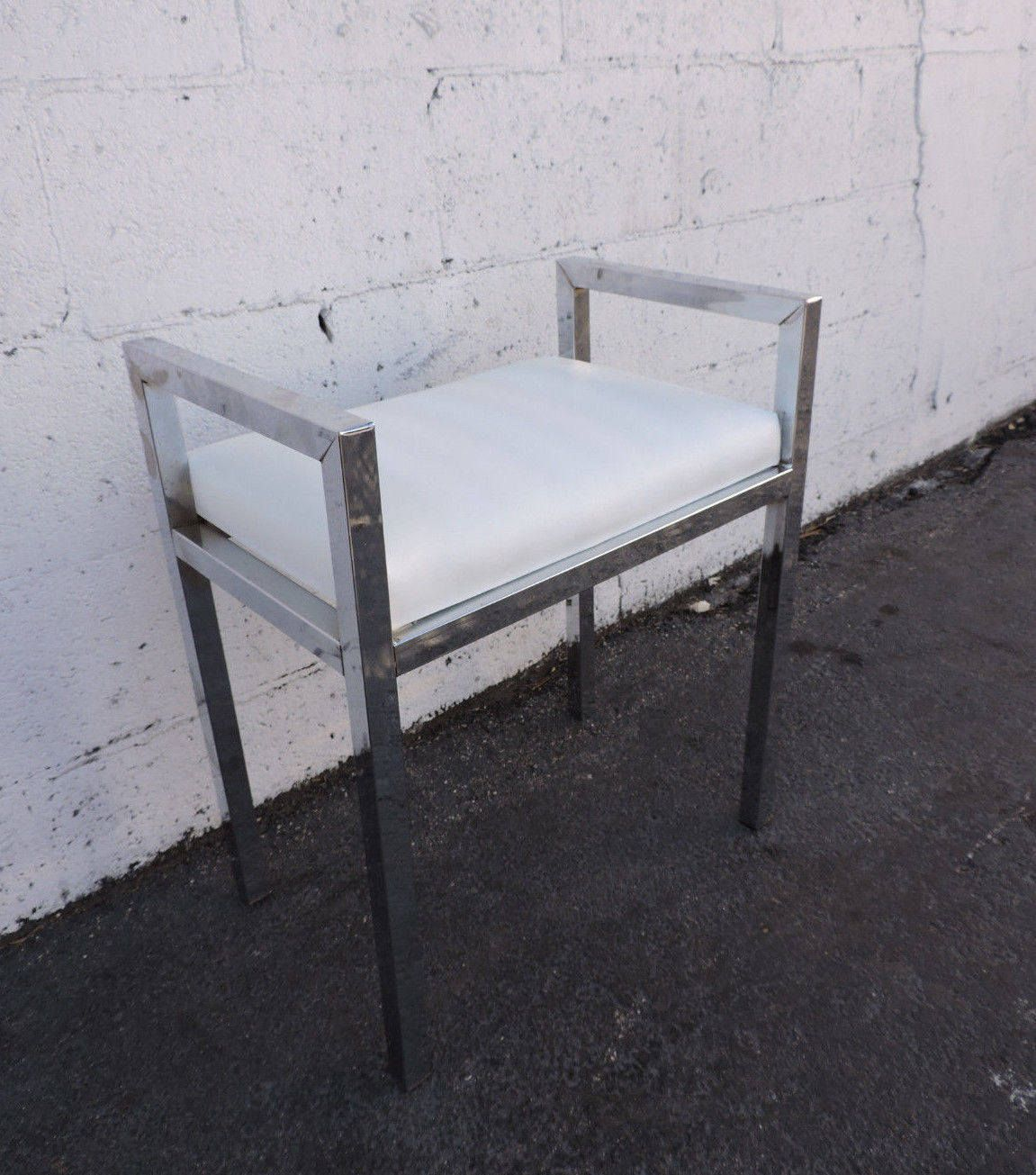 Sensational Vintage Mid Century Small Chrome And White Vinyl Vanity Beatyapartments Chair Design Images Beatyapartmentscom