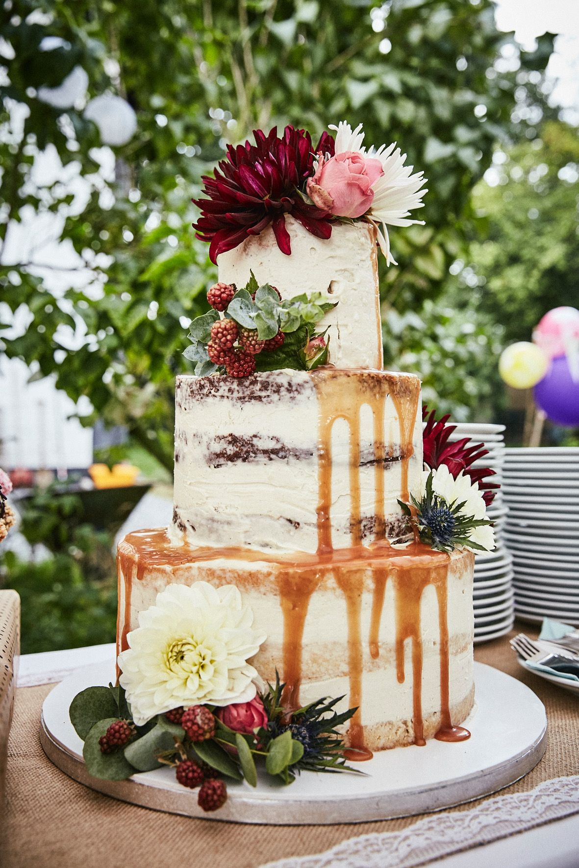 Semi Naked Wedding Cake With Dripping Hochzeitstorte Nakedcake
