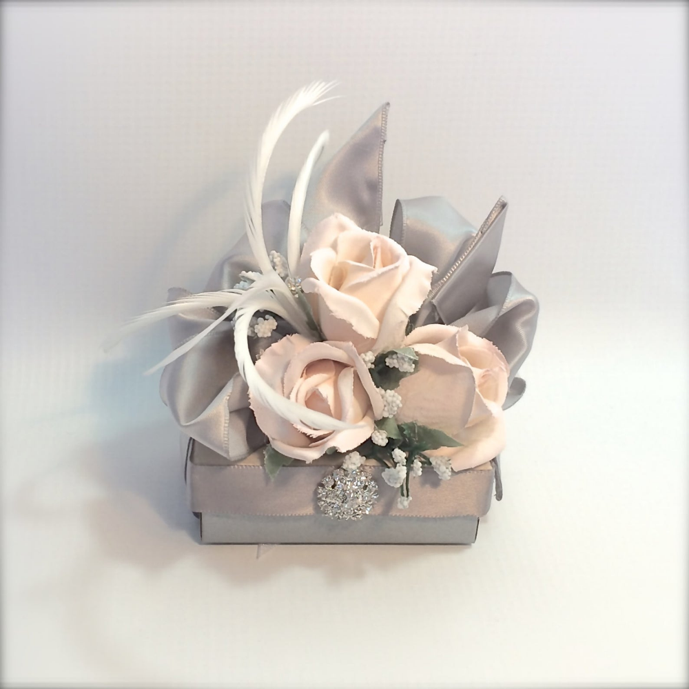 Pre Wedding Gift Ideas: Gift Box Gift Ideas For Her Pink Rose Jewelry Gift Box