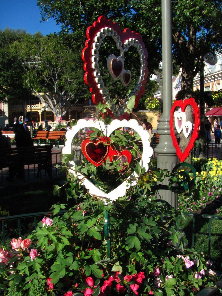Valentine S Day Decor In Town Square Valentines Outdoor Decorations Valentine Decorations Valentines Day Decorations