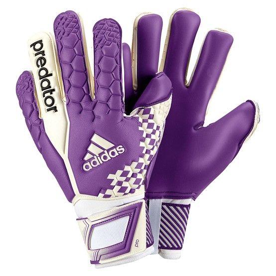Benigno Realista Horror  Goalkeeper Glove Adidas Predator Pro - Iker Casillas | Goalkeeper, Goalie  gloves, Keeper gloves